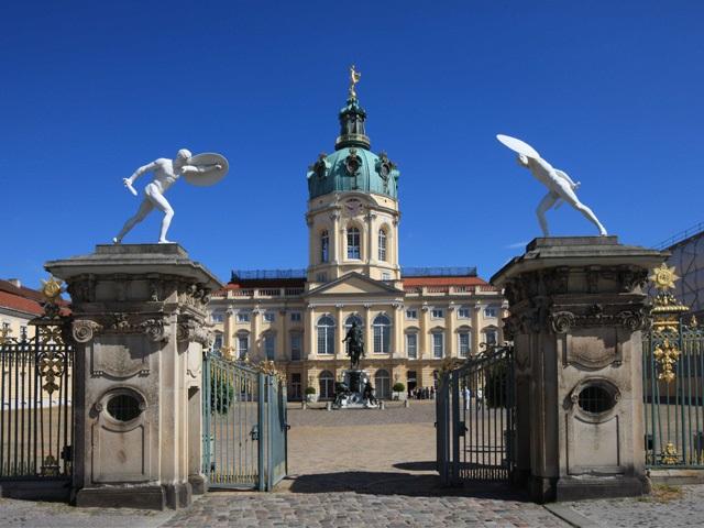 charlottenburg palace berlin berlin brandenburg metropolitan informations and image galery. Black Bedroom Furniture Sets. Home Design Ideas