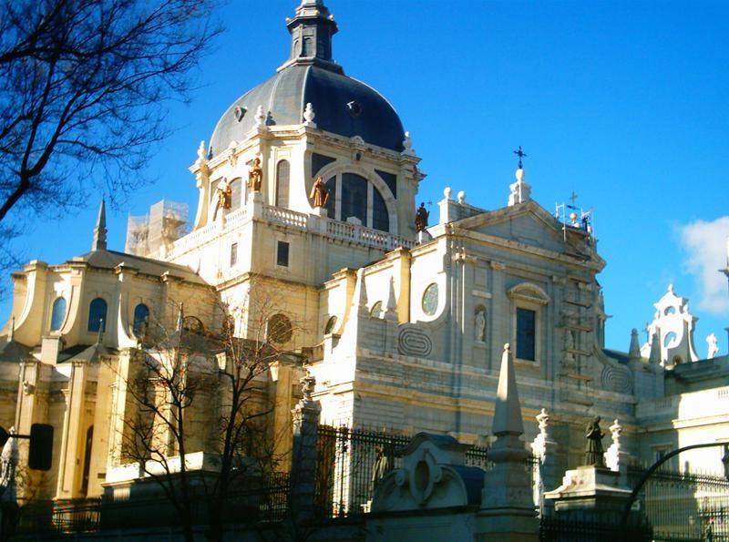 Catedrala almudena regiunea madrid informatii si for Piscina la almudena
