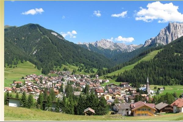 Val Di Fassa Italia Presentation Images And Travel Information