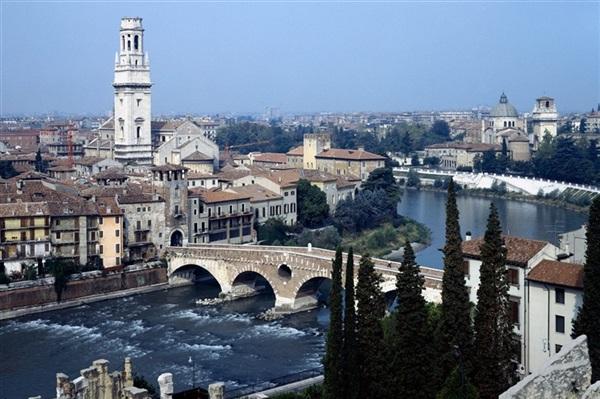 Transport persoane Arad Verona Italia