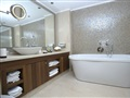 TOP VIP Suites Presidential Suite Bathroom Sea View