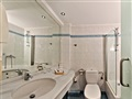 Hotel-superior_junior_suite_bathroom [1]