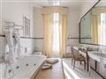 junior_suite_deco_balcony_bath-gallery[1]