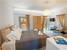 Loggos Couple Suite, PAXOS ISLAND