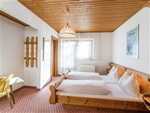Alluring Holiday Home In Salzburg With Balcony, Bruck Am Großglockner