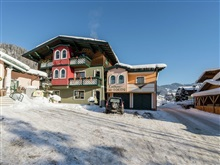 Spacious Holiday Home In Goldegg Near Ski Lift, Goldegg Im Pongau