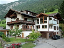 Well Maintained Apartment In A Quiet Location On The Outskirts Of Matr, Matrei in Osttirol