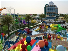 Dream World Aqua Hotel, Side