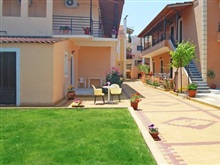Seafront Apartments, Kavos