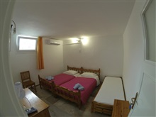 Kavaki Rooms, Tourlos