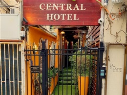 Central Hotel * *