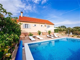 CHARMING VILLA WITH PRIVATE SWIMMING POOL IN DALMATIA * * *