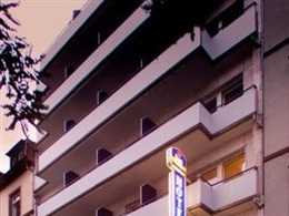 Favored Hotel Plaza * * *