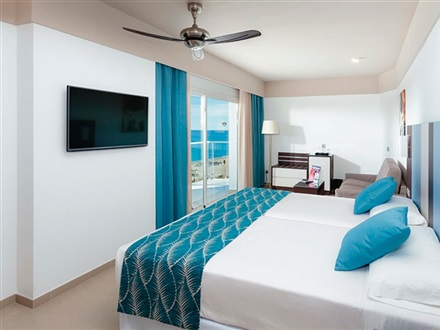 Jr. Suite with frontal sea view