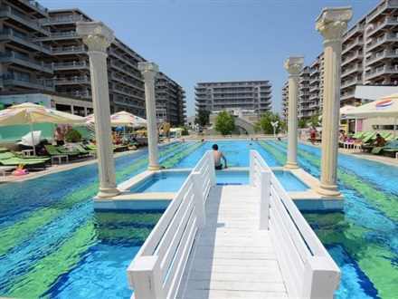 Phoenicia Holiday Resort  Mamaia