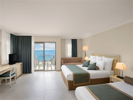 Superior Room (Balcony and Sea View)