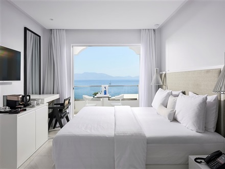 beach_deluxe_family_suite_2bed_sea_view1