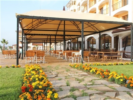 Main-restaurant-terrace