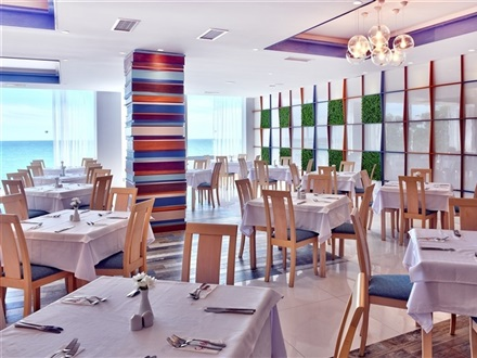 Main restaurant_sea view