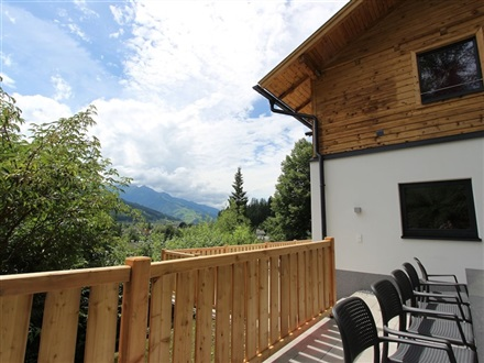 Imagine principala RENOVATED HOLIDAY HOME NEAR ZELL AM SEE WITH ENCLOSED GARDEN  Bruck Am Großglockner