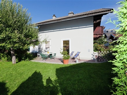 COMFORTABLE HOLIDAY HOME NEAR LAKE IN SALZBURG  Bruck Am Großglockner