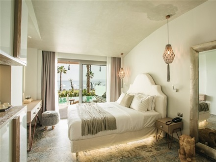 Double suite with private pool and sea view