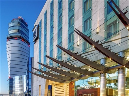 Nh Wien Airport Conference Center  Viena