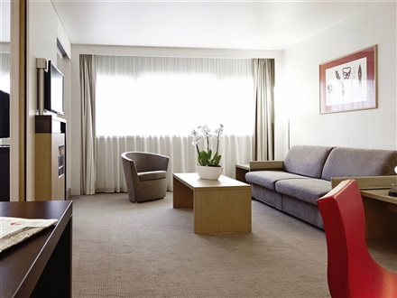 Suite with a queen-size bed and sofa bed