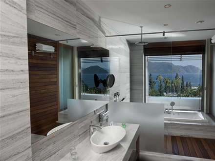 Deluxe suite with sea view