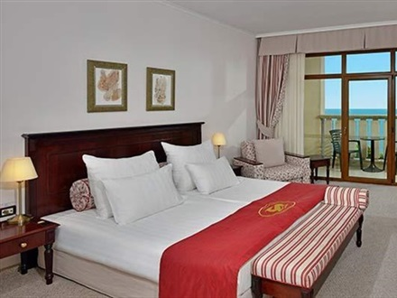 Classic sea view room twin bed