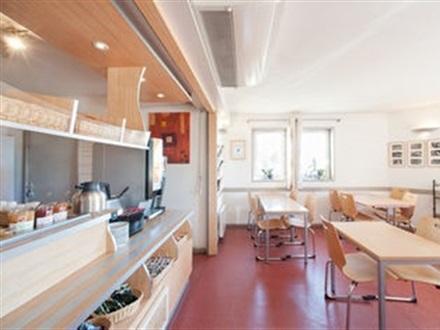 book at b b hotel dijon zenith dijon bourgogne france. Black Bedroom Furniture Sets. Home Design Ideas