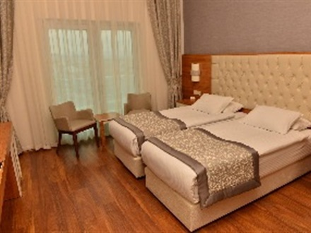 Main Image Parion Hotel Canle General View Sports And Entertainment Room