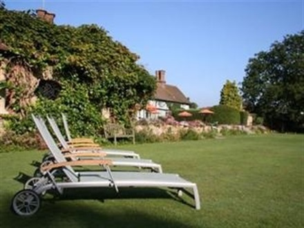 Imagine principala Ghyll Manor  Gatwick Airport