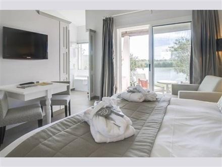 hotel l estelle en camargue saintes maries de la mer provence alpes franta. Black Bedroom Furniture Sets. Home Design Ideas