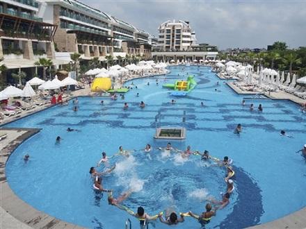 Crystal waterworld resort spa belek antalya turcia for Crystal water piscinas