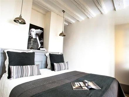book at l appart en ville lyon rhone alpes france. Black Bedroom Furniture Sets. Home Design Ideas