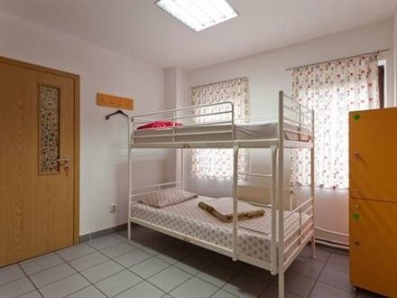 Cum e să stai la hostel