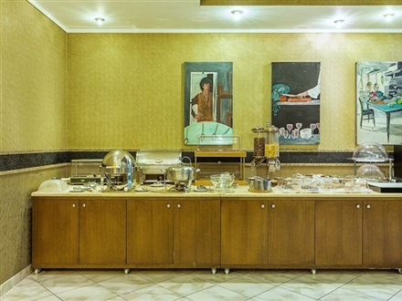 Breakfast room, buffet