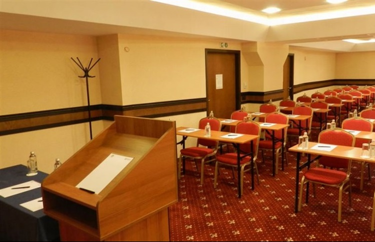 Hotel With Conference Room Near Bristol
