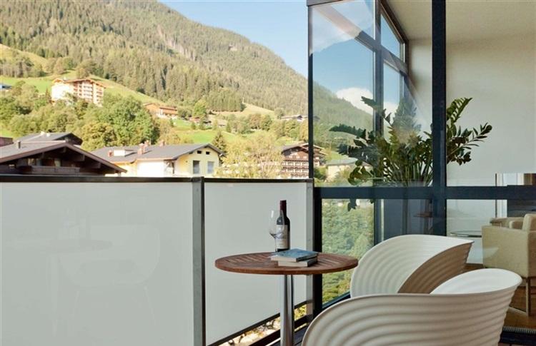 Time design hotel alpen karawanserai saalbach zell am see for Designhotel alpen