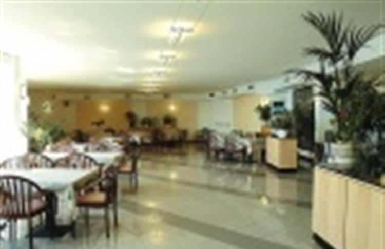 Book at hotel mondial moneglia ligurien italy for Reservation hotel monde