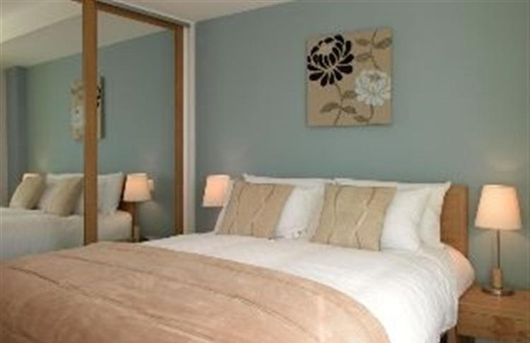 Liberty wharf apartments by bridgestreet insula jersey for Sala wharf 73