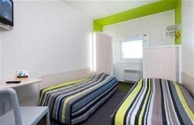 hotelf1 bourges bourges auvergne franta. Black Bedroom Furniture Sets. Home Design Ideas