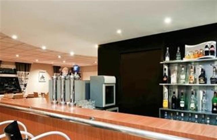 ibis lille villeneuve d ascq grand stade villeneuve d ascq. Black Bedroom Furniture Sets. Home Design Ideas