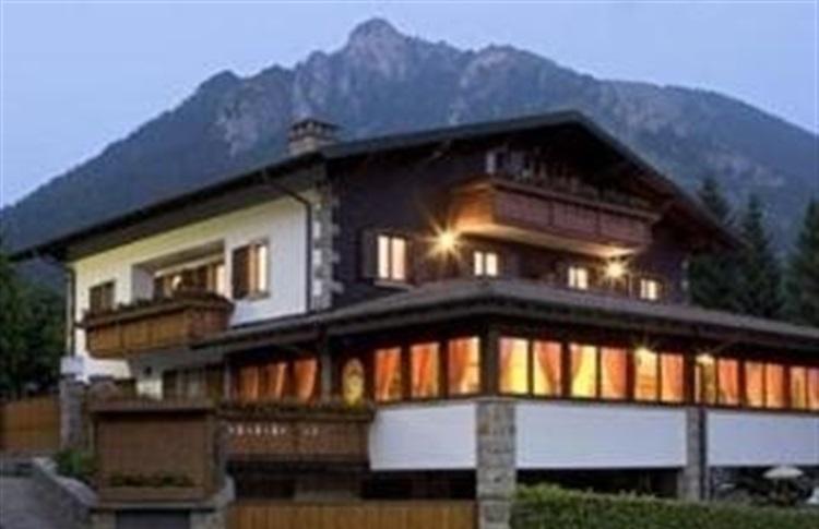 Max albergo meuble bergamo lombardia italia for Albergo meuble abatjour