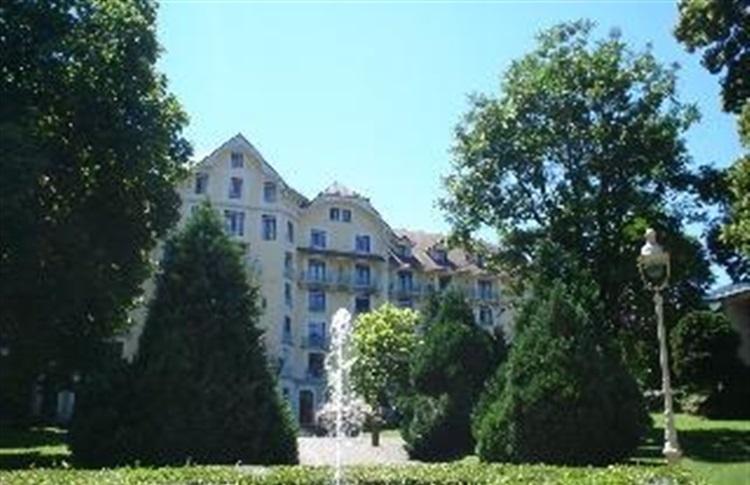 Book at appart hotel le splendid terres de france for Appart hotel 5 terres