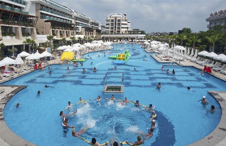 Book at crystal waterworld resort spa belek antalya turkey for Crystal water piscinas